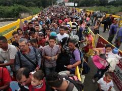 Venezuelans crossing the frontier, Simón Bolívar Bridge, Cucuta, Colombia.